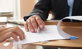 Formaliza uno o más actos jurídicos como la compraventa, donaciones, poderes, etc.